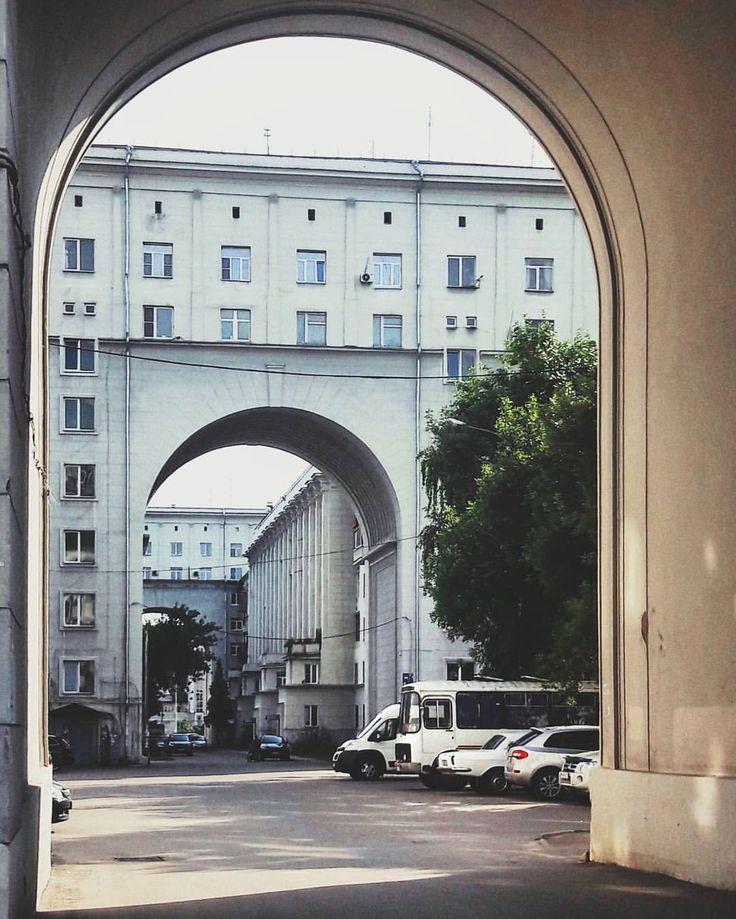 60 отметок «Нравится», 4 комментариев — Anastasia (@naivete91) в Instagram: «Я нашла портал в Санта Барбару! Ха-ха😂🚀 А если серьезно: интересный дом советской эпохи с типичными…»