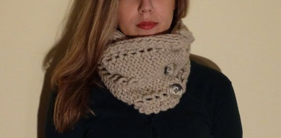 Button scarf on Etsy, € 25,00