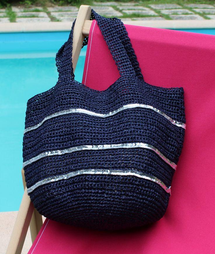 sac cabas En Raphia bleu marine et paillettes rondes argentées de la boutique Desaiguillesetdufil sur Etsy