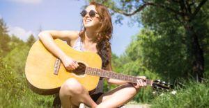 Atunci cand vreti sa va cumparati o chitara clasica ar trebui sa tineti cont de mai multe aspecte. Acestea sunt potrivite indiferent de ce chitara vreti sa cumparati si va recomandam sa ne luati sfaturile in serios pentru ca sunt primite de la experti din domeniul muzicii. http://isaje.com/ce-trebuie-sa-stiti-cand-va-cumparati-prima-chitara/