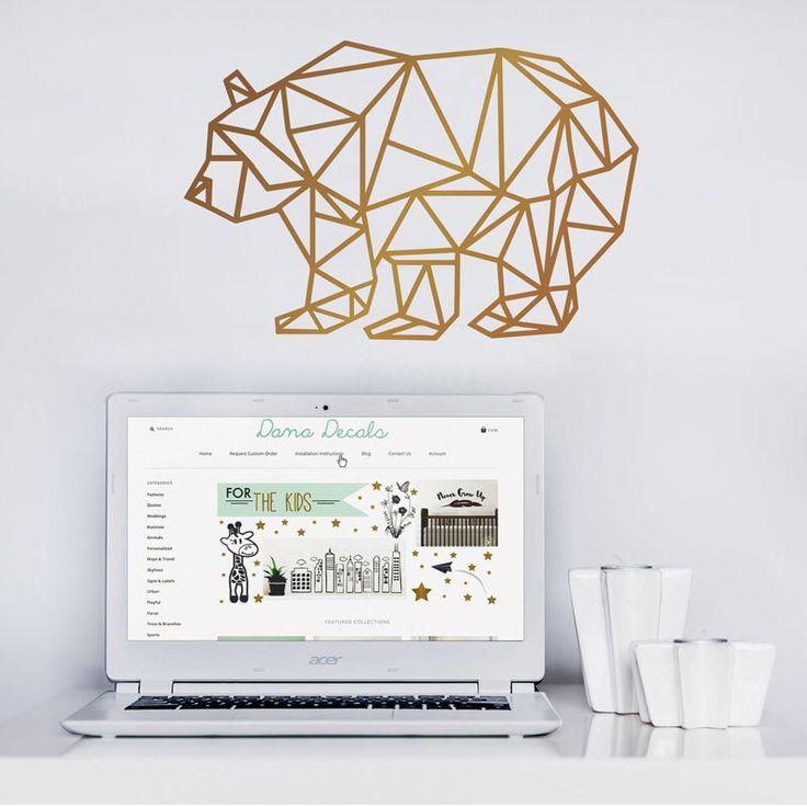 Géométrique moderne ours - vinyle autocollant d'Art ours personnalisé Stickers muraux pour ados chambres, ordinateurs portables, voitures, bureaux, chambres à coucher par danadecals sur Etsy https://www.etsy.com/fr/listing/275217304/geometrique-moderne-ours-vinyle