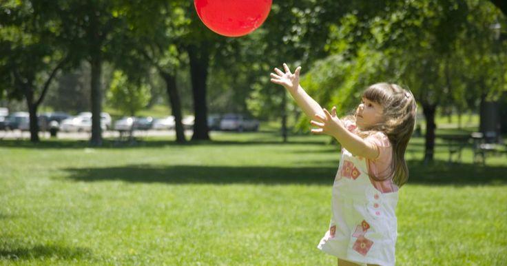 Diferentes temas de atividades da educação infantil para se trabalhar com jogos de bola. As crianças em idade pré-escolar gostam de atividades que envolvem movimento, sendo que o exercício físico é importante para o bem-estar delas. Atividades com jogos de bola melhoram a coordenação, o movimento do corpo e as habilidades motoras das crianças. Faça uma destas atividades temáticas com o seu filho, mas não se esqueça de usar um tipo de ...