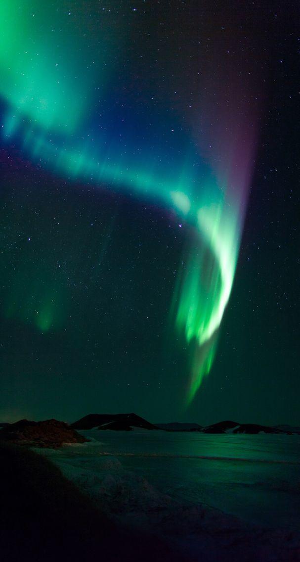 Aurora looks like waving drapes.