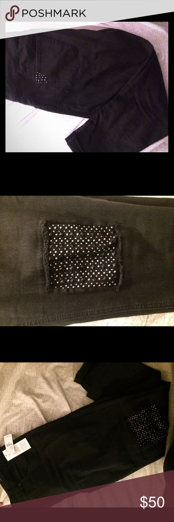 NWT Melissa McCarthy studded-knee jeans Super trendy studded knee skinny jeans by Melissa McCarthy. Crop/ankle length. NEW WITH TAGS. Smoke free & Pet free. Lots of comfort and stretch, similar to jeggings. Melissa McCarthy Pants Skinny