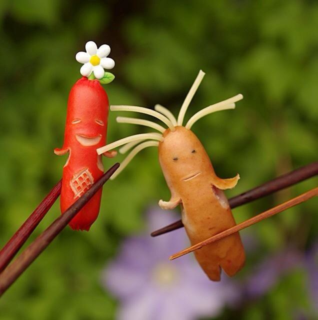 シュール…。タコさんウインナーに代わる飾り切りの新定番アイデア☆ソーセー人!
