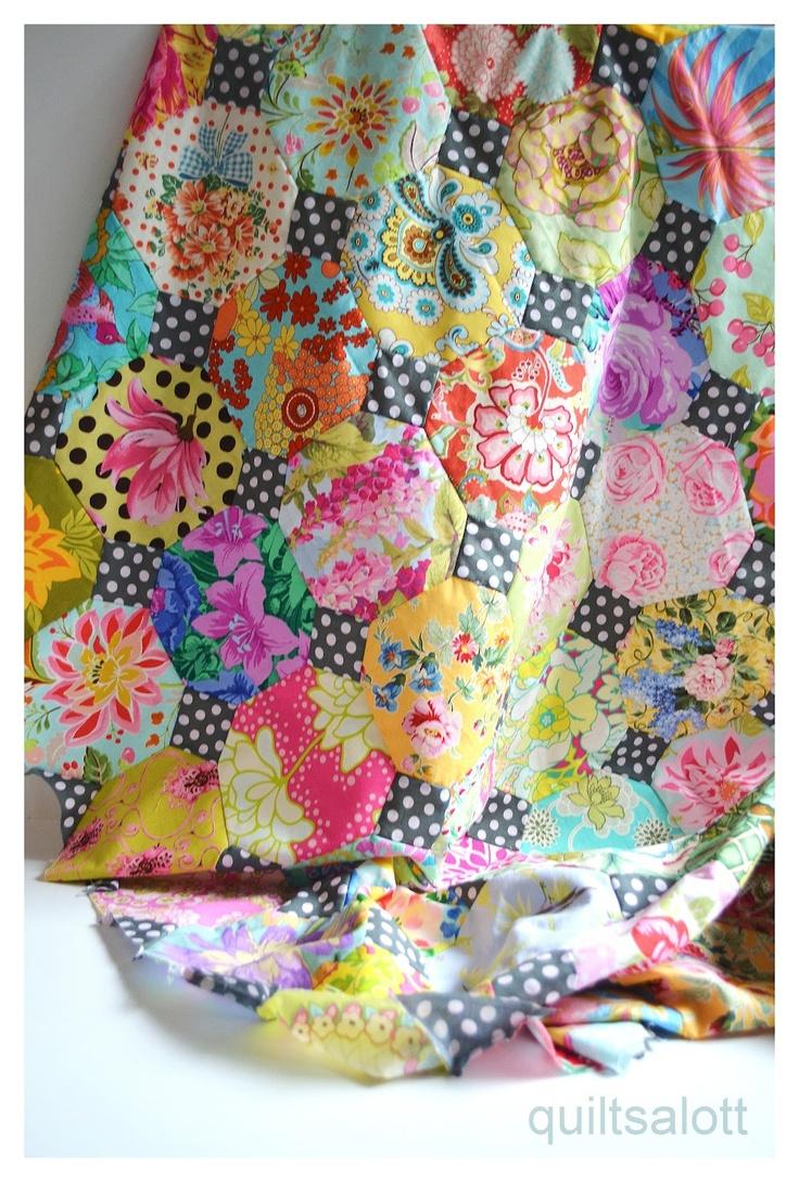 Snowball quilt idea (hand pieced) http://quiltsalott.blogspot.com.au/2012/07/treating-myself.html