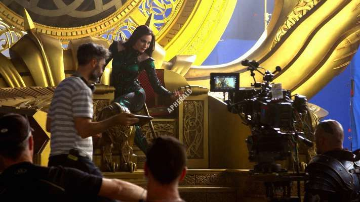 28 Awesome Cate Blanchett Hela Behind The Scene Images Scene Image Behind The Scenes Image