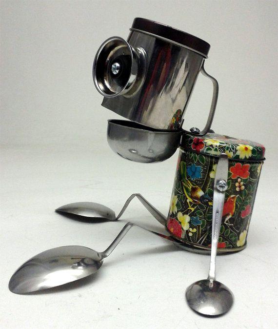 Sans café, l'effet que ça fait...  ! / Tired Old Tony... / Recycled Robot sculpture. / By DonLJones.