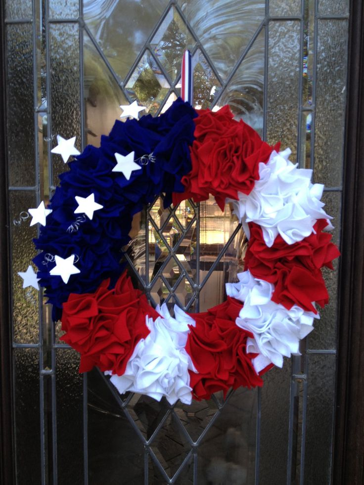Idea for Patriotic 4th of July Door Wreath 6 felt sheets red & white, 4 felt sheets blue, straight pins, wreath, craft wire, stars - cut felt sheets into 2 x 2 squares.