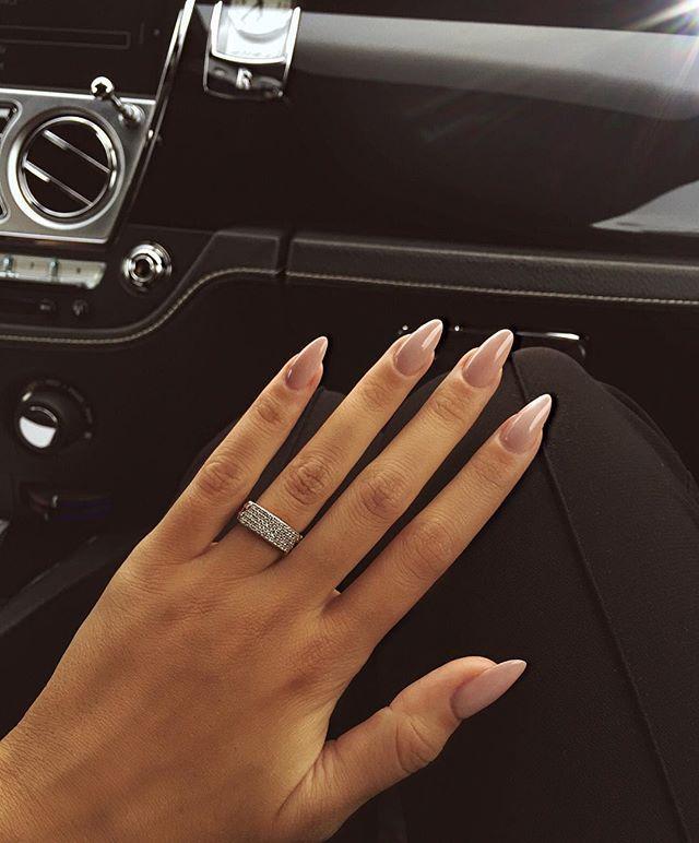 WEBSTA @ anyuta_rai - Почаще пили свои ногти и пореже парня, тогда у тебя будут шикарные ногти и личная жизнь☝️ а мои идеальные  как всегда от @_bebeauty_