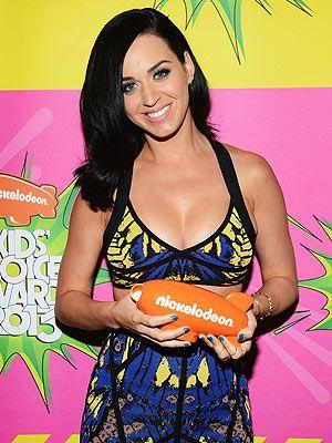 Katy Perry Wins at Kids Choice Awards premio mejor cantante femenina