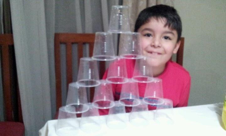 Castillo de vasos de Pablo en la.completada