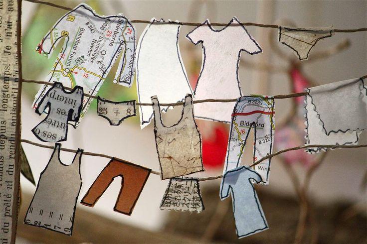 Jour de lessive : linge qui sèche en découpes de papier soulignées d'un trait noir et portique en fil de kraft armé et ficelle - création Epistyle