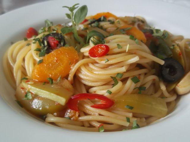 Hellena ...din bucataria mea...: Spaghete cu dovlecel si morcov