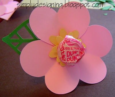 Flower Valentine with lollypop - cute and simple vday card idea? I made this today using my circuit. So cute! I used pink tootsie pops instead. @Patricia Appelhans and @Sheryl Cherney