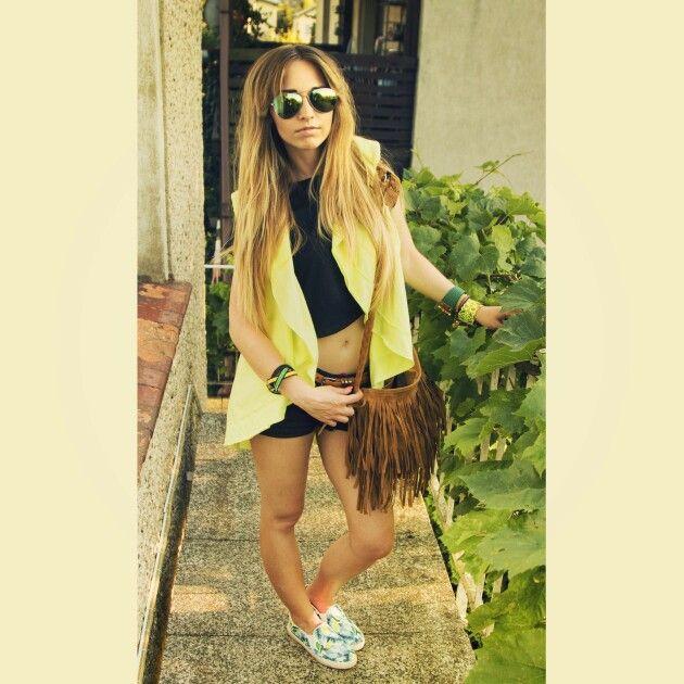 Summer neo style. Neo fluo yellow vest, fringe bag, flower slip ons.  https://instagram.com/holla_jazzy/