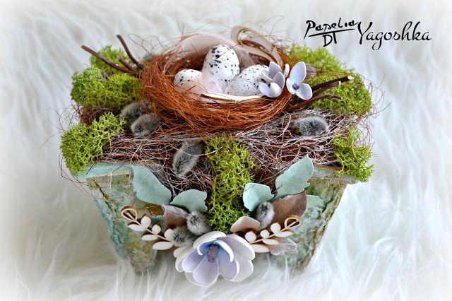 Wielkanocne ozdoby: kompozycja w naczyniu i wianek eko