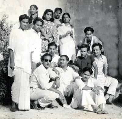 very rare pic--In this pics are #kishore kumar @ the back,#rafi sahib in middle,#mukesh ji with shades,#geeta dutt @the back,#talat #mehmood behind rafi sahib along with gm turani,kamal barot en mubarak begum at beggining of their career at audition of a song