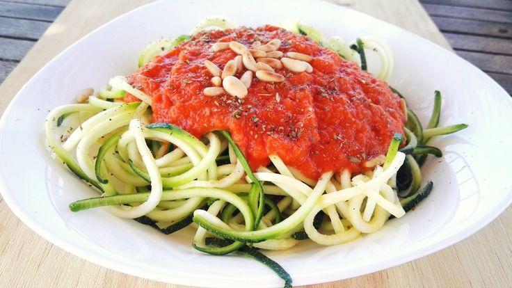 """Een pasta'tje is een ideale maaltijd voor doordeweeks. Wist je dat je deze makkelijke maaltijd heel goed glutenvrij kan maken? En dan bedoel ik niet met glutenvrije pasta uit de supermarkt. Pas daar namelijk mee op! Wij hebben voor jou, de Speedy Pasta in tomatensaus. Een gezonde 15-minuten maaltijd. Lekker makkelijk voor doordeweeks. """"Zullen we …"""