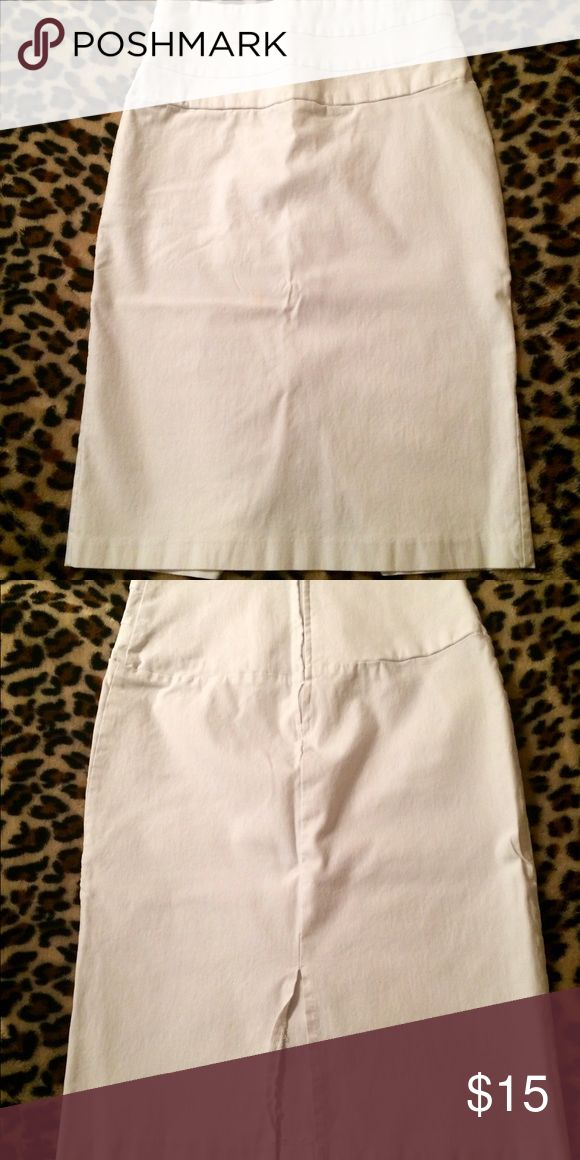 Super cute stark white pencil skirt~ Well worn condition. No flaws or imperfections. Back zipper. Very stretchy. Back slit. Just needs ironed. Smoke free home~ Skirts Pencil
