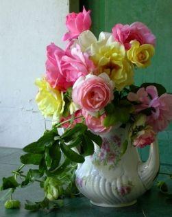 Róże w wazonie - jak wydłużyć żywotność