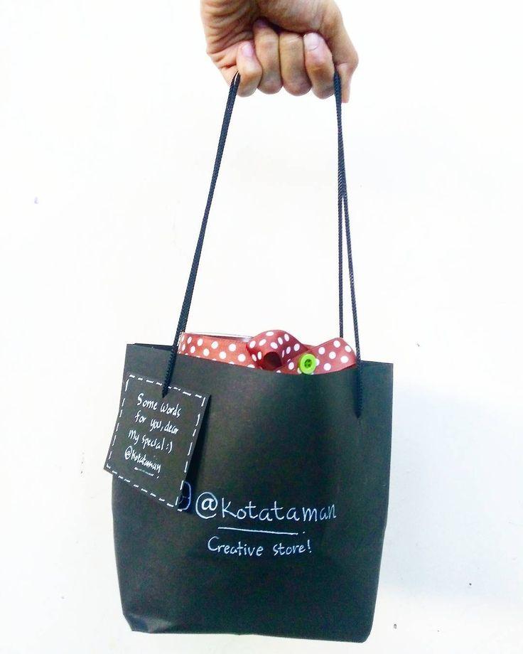 Beli kado?  Ya di kotatataman.. Dapat black goodie bag lucu bisa requesr kartu ucapan di goodie bagnya ��  #makassarterariummaker #terrarium #terariummakassar #kaktus #kaktusmini #jualkaktus #jualkaktusmini #kaktusmakassar #kaktusminimakassar #kaktusjakarta #kaktusbali #kaktusmanado #kaktuskendari #kaktusminibali #kaktusbandung #cactus #cactilovers #kado #kadounik #kadowisuda #kadowisudaunik #kadonikah #weddinggift #wisuda #happygraduation #wedding #souvenirnikah #souvenirpernikahan…