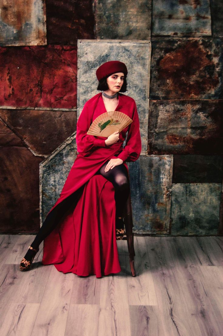 Wrap dress featured in Beau Nu Magazine, red dress Isabelle Vijiiac.