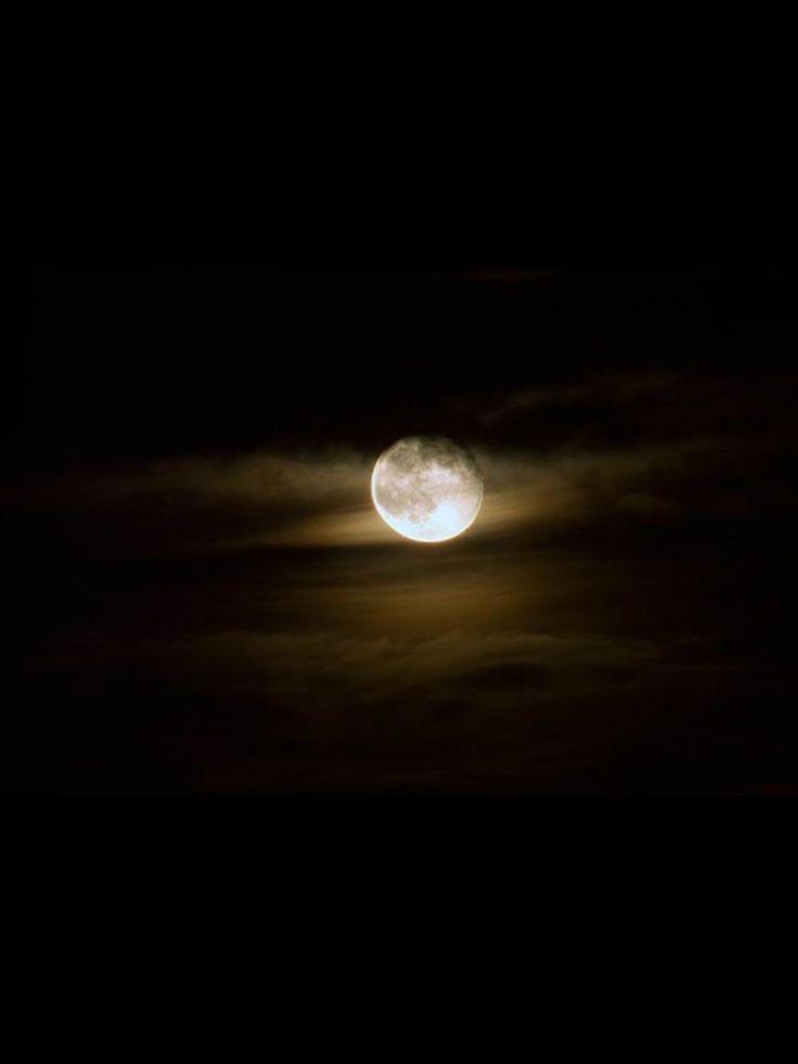 Luniita consentida colgada del Cielo, como un farolito que puso mi Dios...