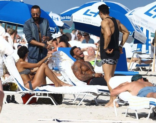 Nicole Murphy Photos - Nicole Murphy and David McIntosh at the Beach — Part 2 - Zimbio