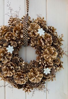Gold Pine Cone Wreath... This is so beautiful!