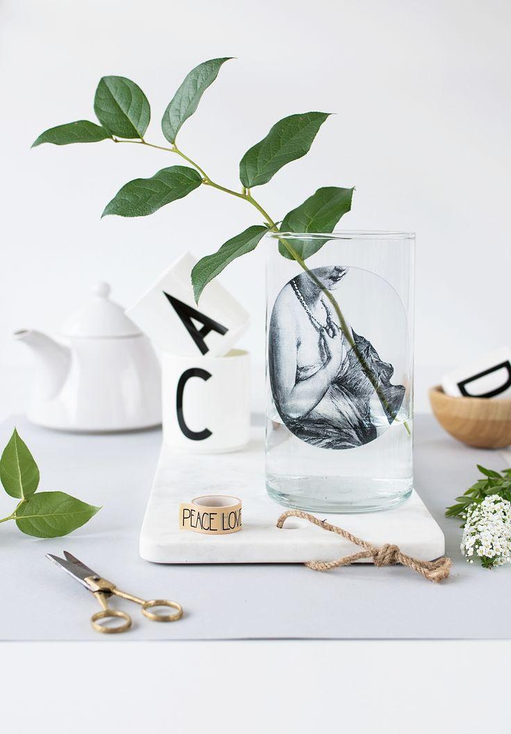 DIY Vase im Fornasetti Look mit Fliesensticker