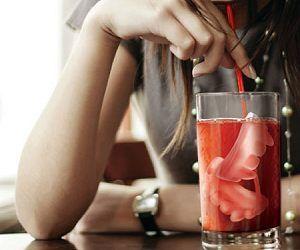 Moule à glaçons crocs de vampire : ajoutez un peu de mordant à vos boissons !