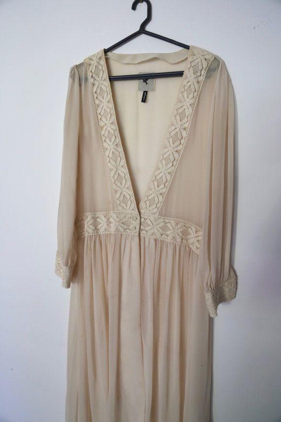 Vintage jaren 1990 crème pure Chiffon Cape Kimono omslagdoek jurk Full-Length V-Neck Maxi met kwartnoot Lace detaillering op taille van de hals en mouwen
