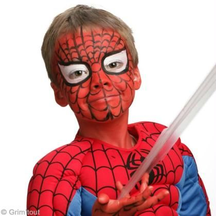 Maquillage Spiderman sur visage d'enfant