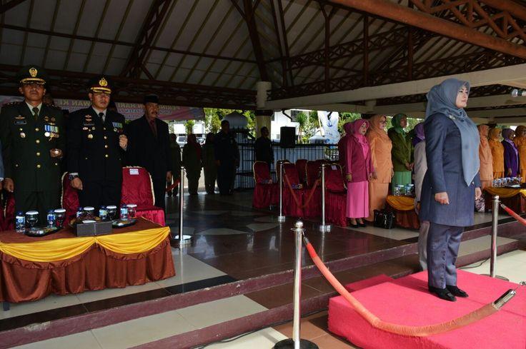 Dandim 0601/Pandeglang Letkol Inf. Fitriana Nur Heru Wibawa Ikuti Upacara memperingati hari Pahlawan di Alun-alun Pandeglang Banten