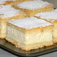 turos-pite The dough was like it should be soft and crumbly, the filling is light and creamy, vanilla curd. 25x35 cm baking pan. For the dough: 50 g flour 25 oz cold butter 25 grams powdered sugar 2 egg yolks 1-2 T sour cream 1 tsp of baking powder For the filling: 1 kg curd cheese 3 + 1 egg 15 g sugar 1-2 T sour cream 2 dl milk 1 lemon zest 1 tsp vanilla 1 tbsp food starch 2 level s semolina 1 pinch of salt