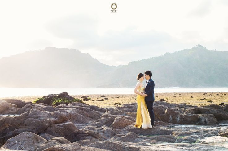 If someone asked me to describe you in just 2 words, i'd say.. Simply amazing . Courtesy from April & Deni Prewedding Location Yogyakarta . . Photograph by @andrew_rawk MUA @amrysophiamakeup Hair Do @yuniiswulandarimakeup Check our website for the other photos at www.alvinphotography.co.id