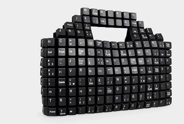 ギークでハイファッションな女子に持ってもらいたい。400個近くものプラスチックキーボードでできたおしゃれなハンドバッグです。誰も...