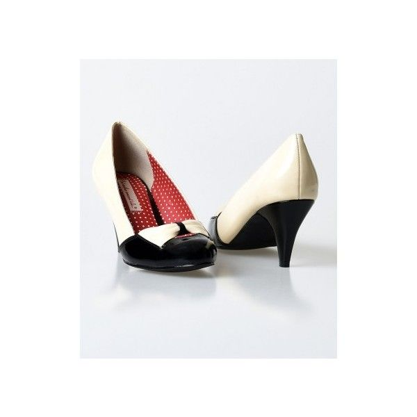 b.a.i.t. Black & Cream Patent Hanalee Kitten Heels ($68) ❤ liked on Polyvore featuring shoes, pumps, patent leather pumps, patent leather pointed toe pumps, black patent leather shoes, pointy-toe pumps and black pointed-toe pumps