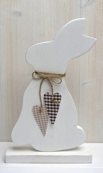 Osterhase weiß mit 2 Stoffherzen von Holz- und Papierkrams auf DaWanda.com