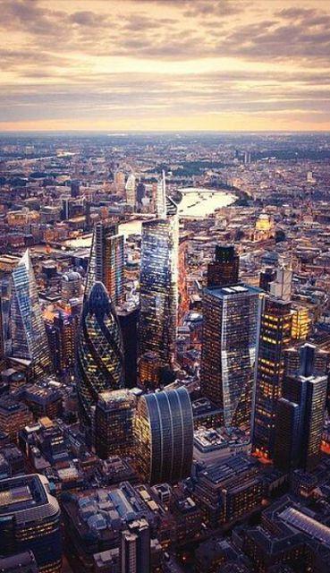 #London #Skyline, #England http://en.directrooms.com/hotels/subregion/2-22-125/
