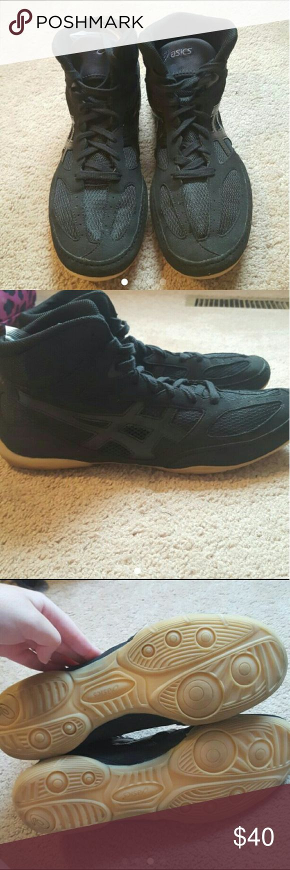 Men's Wrestling Shoes NWT! Black ASICS wrestling shoes, never been worn. Come with box & extra shoe laces shown in 4th picture. Asics Shoes Athletic Shoes