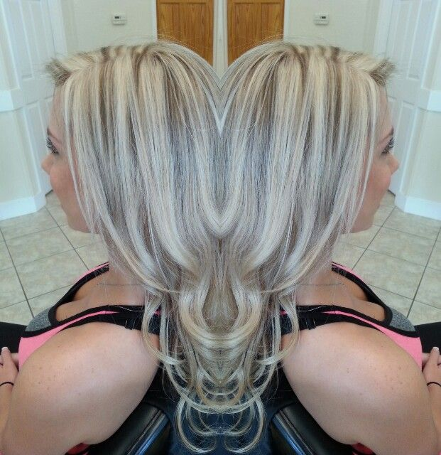 Platinum blonde with beige lowlight. Difused color.
