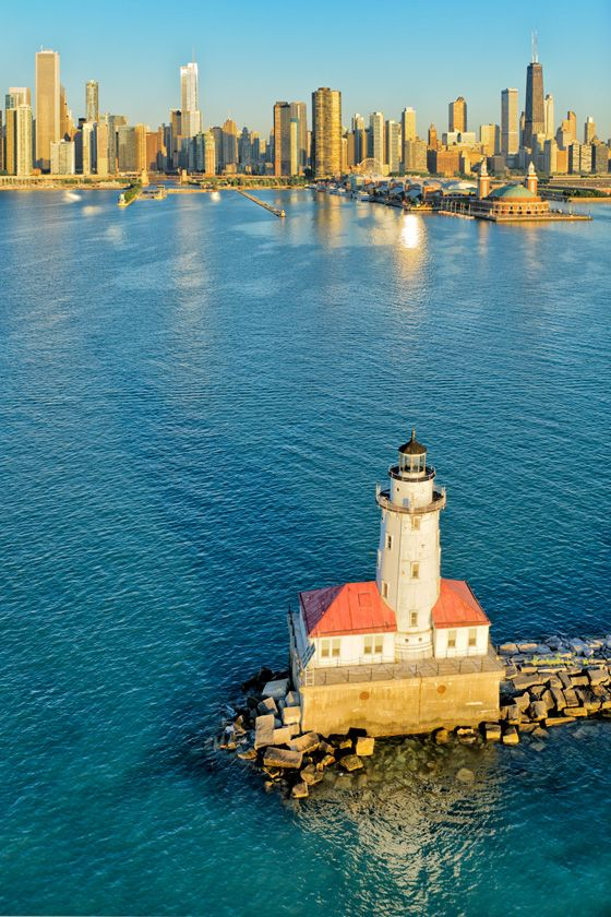 Chicago Harbor Lighthouse & Lake Michigan. Photo: Igor Menaker