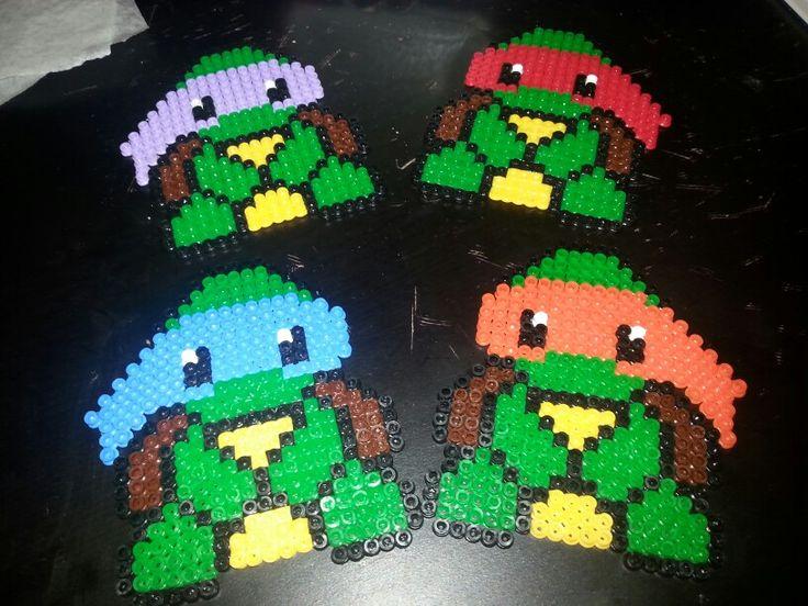 Hama beads tartarughe ninja. ....se interessati a 3,50 l'uno