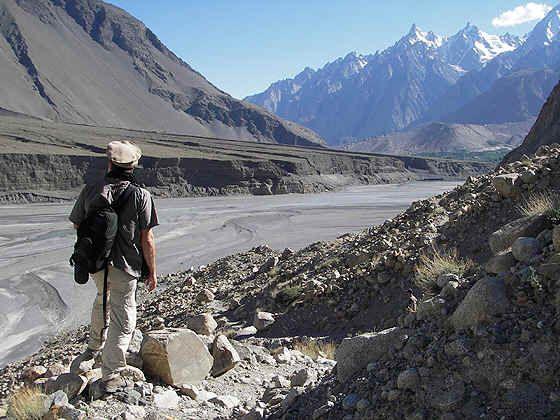 Pakistan//Le corridor de Wakhan//Passu//Passu est le début des vallées fertiles du Baltistan. C'est aussi le royaume des géologues, c'est le seul endroit au monde où l'on peut admirer le plus haut dénivelé de paroi rocheuse. Ces montagnes granitiques constituent une frontière naturelle entre la Chine au Nord, le Pakistan au Sud et la Russie au Nord - Est.