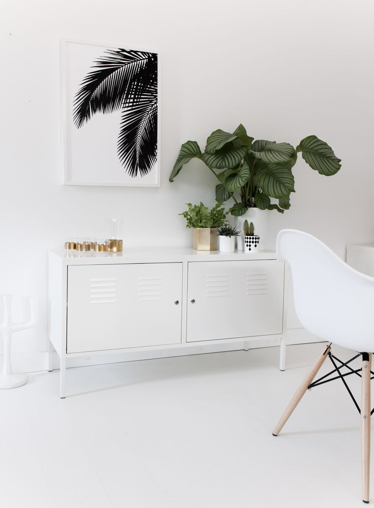 Palm leaves print by SooUK. Black and white print. White Scandinavian style dining room with brass details and green plants. Photo by SooUK, Styling by Hege Morris.