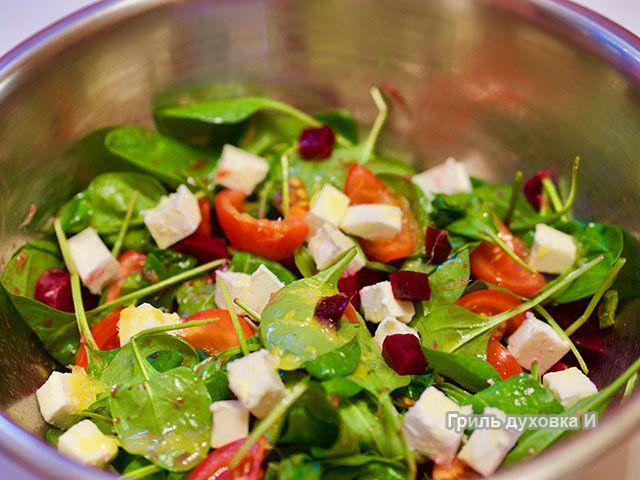 Вкуснейший салат со свеклой, брынзой, апельсинами и помидорами под медово-горчичной заправкой. Клад витаминов и здоровья. И готовить легко. И выглядит красиво.