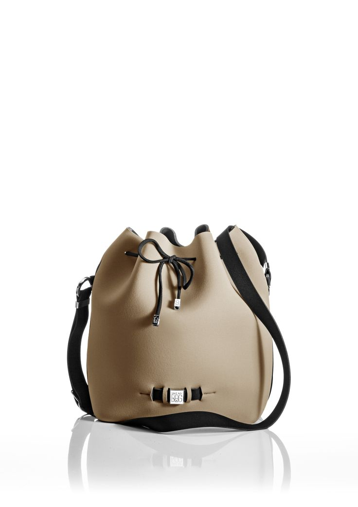 The Bubble is your bucket bag wardrobe staple.  A must-have style alongside totes and cross-bodies for the woman on the go.  With its drawstring closure, side zipper, adjustable strap and spaciousness, this is a practical day-to-day bag or one to take with you on travel adventures!   Size  240 x 175 x 30 mm  320g  Made in Italy  Vegan Friendly  Made from Poly-Lycra Fabric   Metallic Cappuccino
