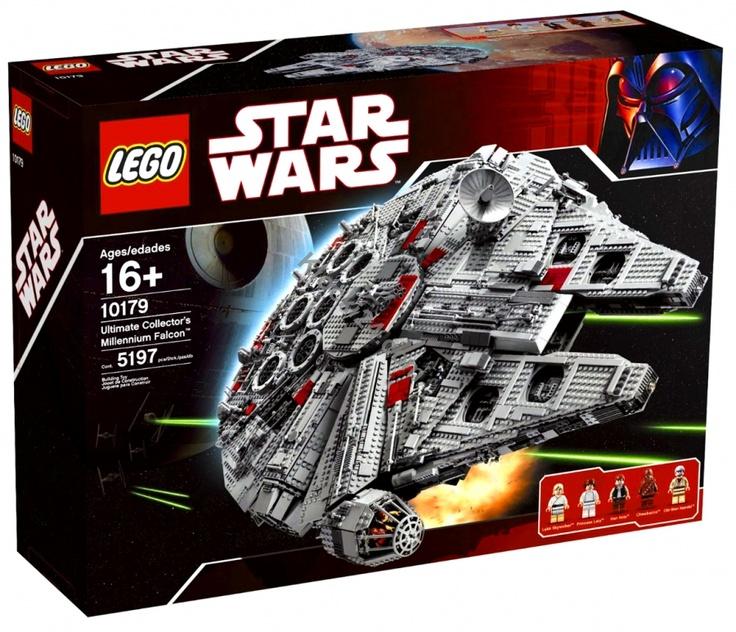 Sokół Millenium, własność Hana Solo, międzygalaktycznego szmuglera i wiernego przyjaciela Jedi. Dziś i Ty sam możesz sprawdzić jak to jest zasiąść za sterami najbardziej rozpozanwalnego statku kosmicznego serii STAR WARS. Zbudowanie dokładnej repliki Sokoła Millenium z ponad 5000 części to doskonała zabawa. Jej zakończeniem będzie długi na 84, szeroki na 56 i wysoki na 21 centymetrów kolos - dokładna replika statku duetu Solo-Chewbacca. Pomóż Rebelii walczyć z tyranią Imperium!